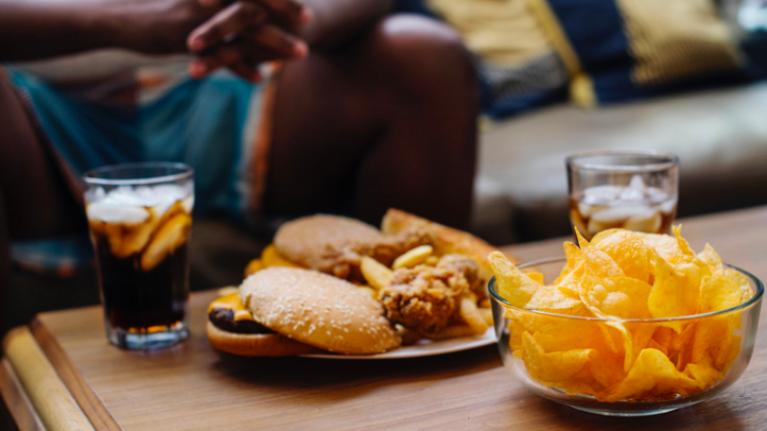 Abur Cubur ile Beslenmek Depresyon Riskini Arttırıyor