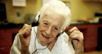 Alzheimer Hastalığında Müzik Terapisi Çok Etkili Oluyor